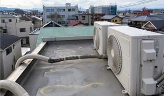 フラットな屋根の雨漏り修理イメージ4